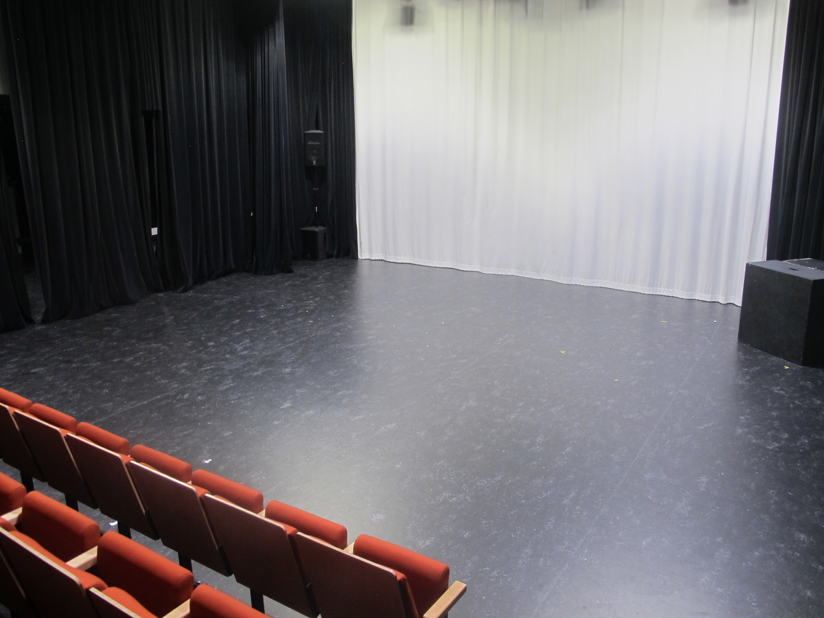 Theatre - New Block - Newham Sixth Form College - Newham - 4 - SchoolHire