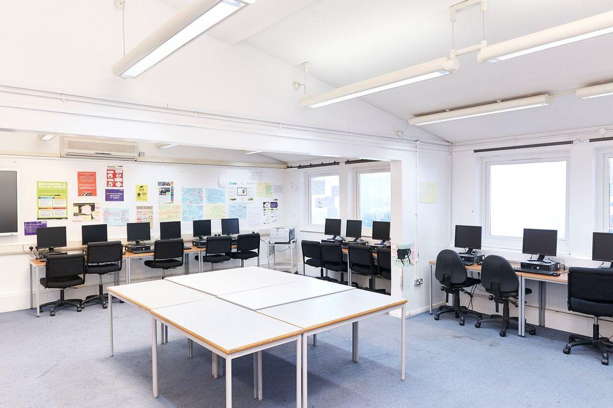 ICT Suite - Newham Sixth Form College - Newham - 1 - SchoolHire