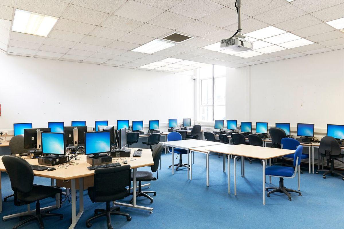 ICT Suite - Newham Sixth Form College - Newham - 2 - SchoolHire