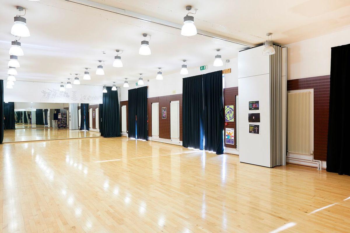 Dance Studio - Newham Sixth Form College - Newham - 1 - SchoolHire