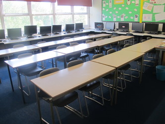IT Room - Davenant Foundation School - Essex - 1 - SchoolHire