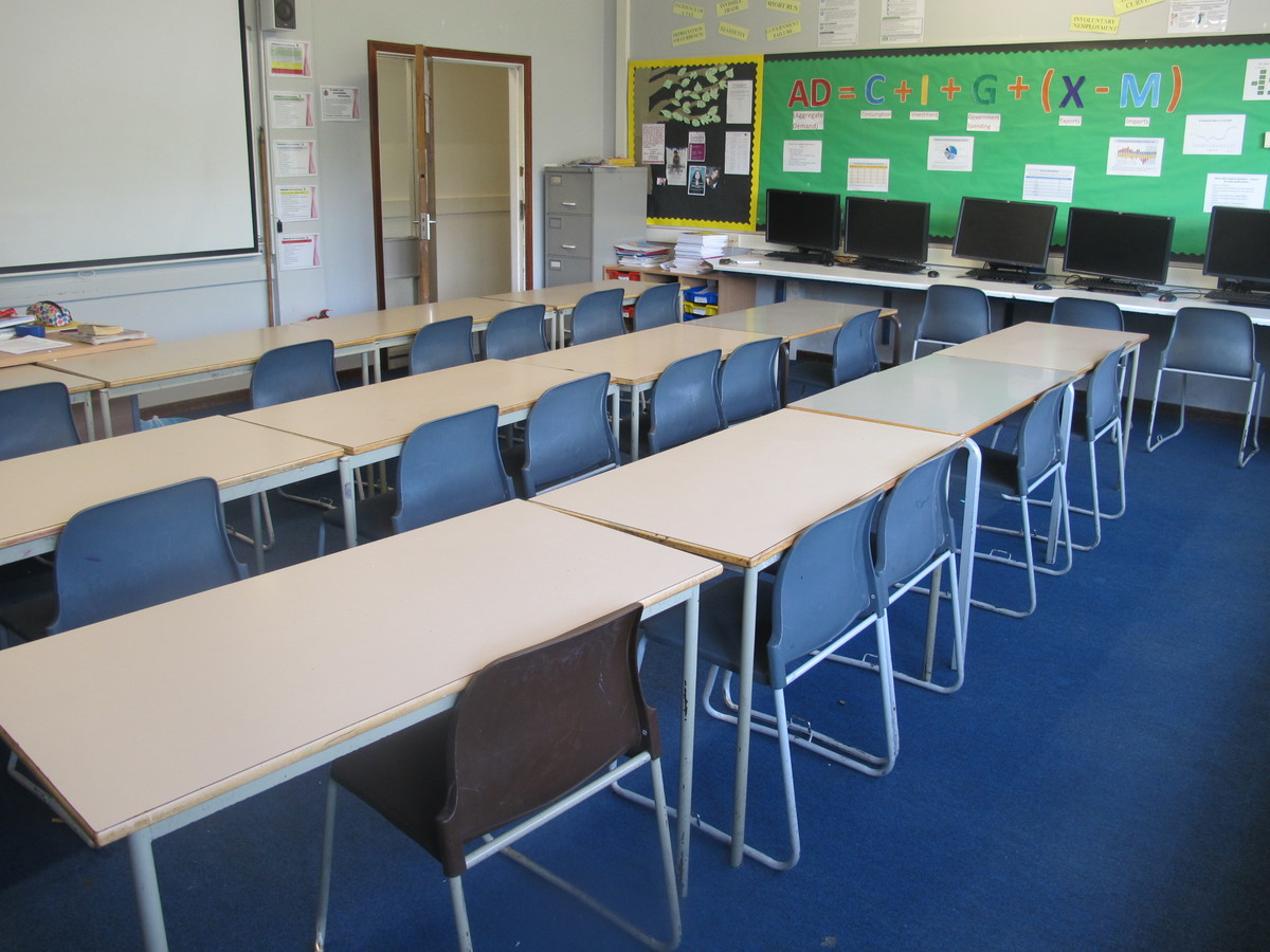 IT Room - Davenant Foundation School - Essex - 2 - SchoolHire