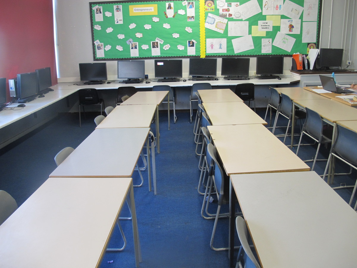 IT Room - Davenant Foundation School - Essex - 3 - SchoolHire