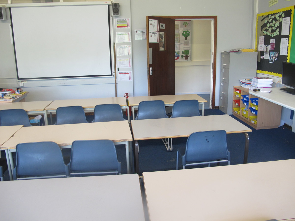 IT Room - Davenant Foundation School - Essex - 4 - SchoolHire