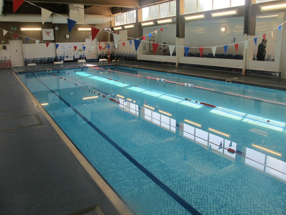 Swimming Pool - Davenant Foundation School - Essex - 3 - SchoolHire
