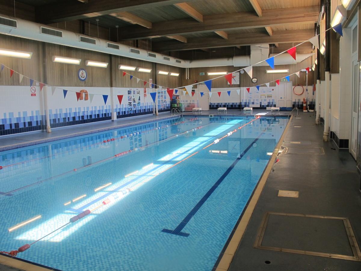 Swimming Pool - Davenant Foundation School - Essex - 4 - SchoolHire