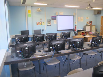 IT Suite 3 - Toynbee School - Hampshire - 4 - SchoolHire