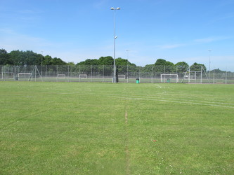 School Field - Pitch / Athletics - Toynbee School - Hampshire - 4 - SchoolHire