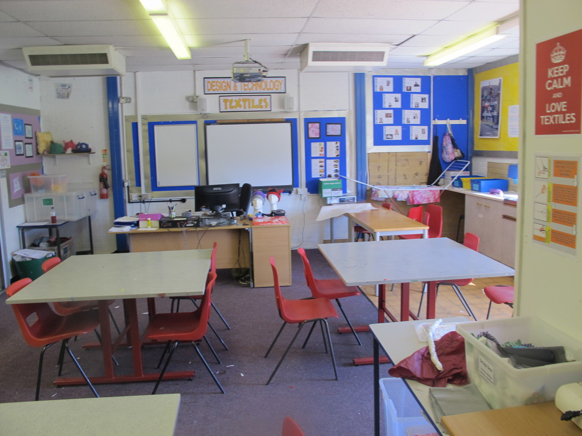 Sewing Room - Toynbee School - Hampshire - 4 - SchoolHire