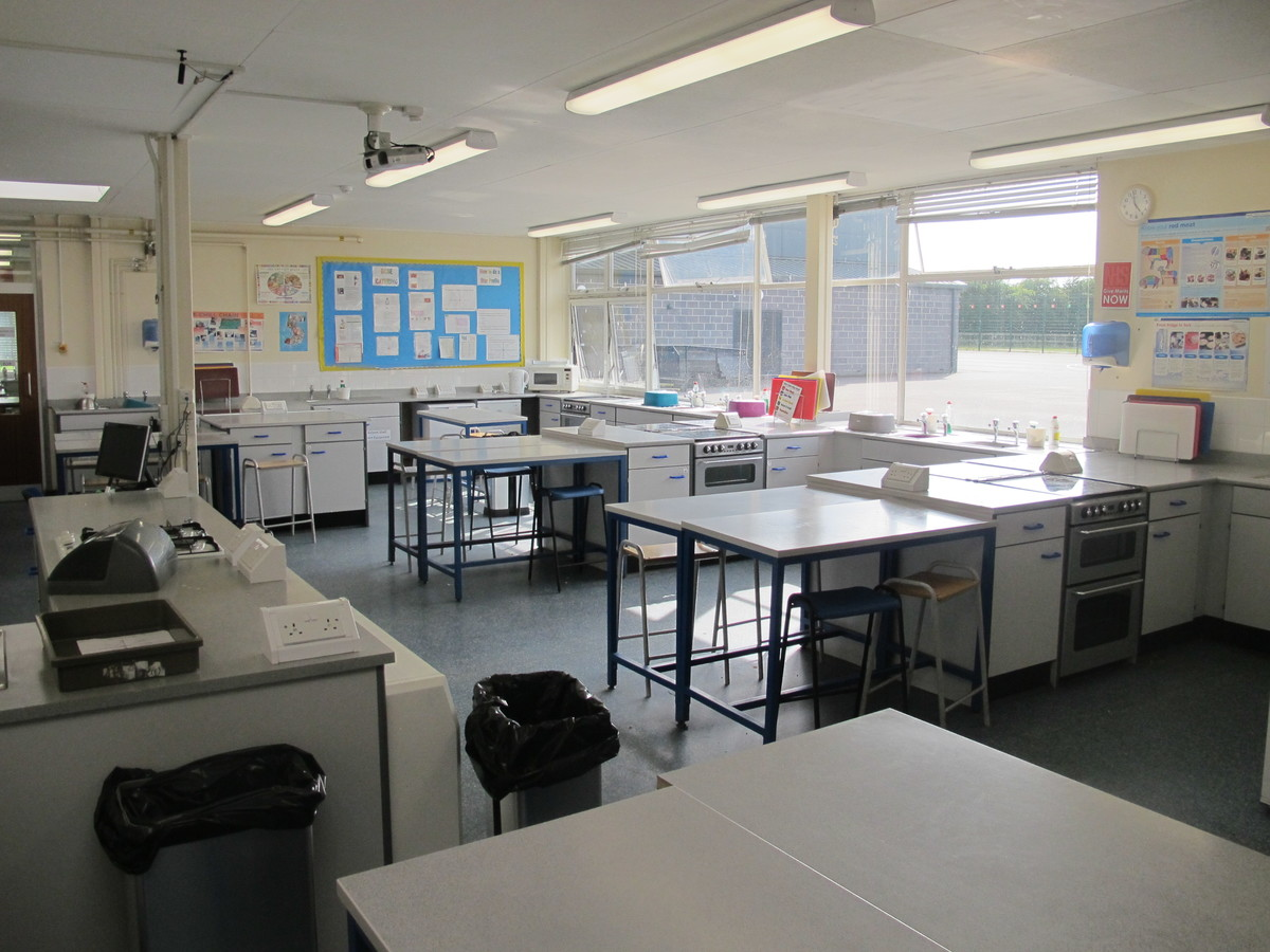 Food Tech Room - Notley High School & Braintree Sixth Form - Essex - 4 - SchoolHire