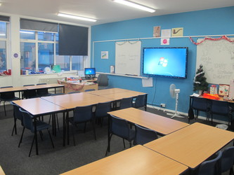 Classrooms - Old Style - G Corridor - Wallington High School for Girls - Sutton - 1 - SchoolHire