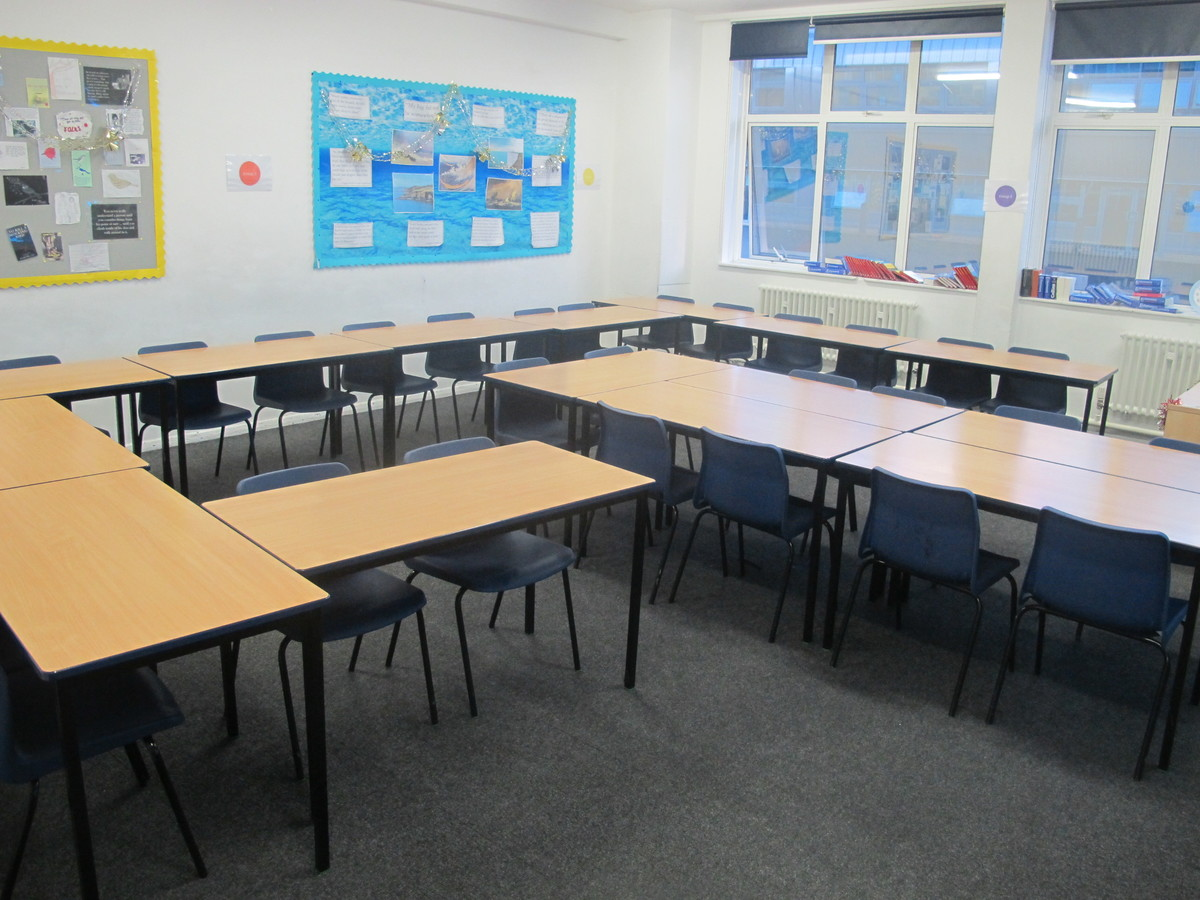 Classrooms - Old Style - G Corridor - Wallington High School for Girls - Sutton - 2 - SchoolHire