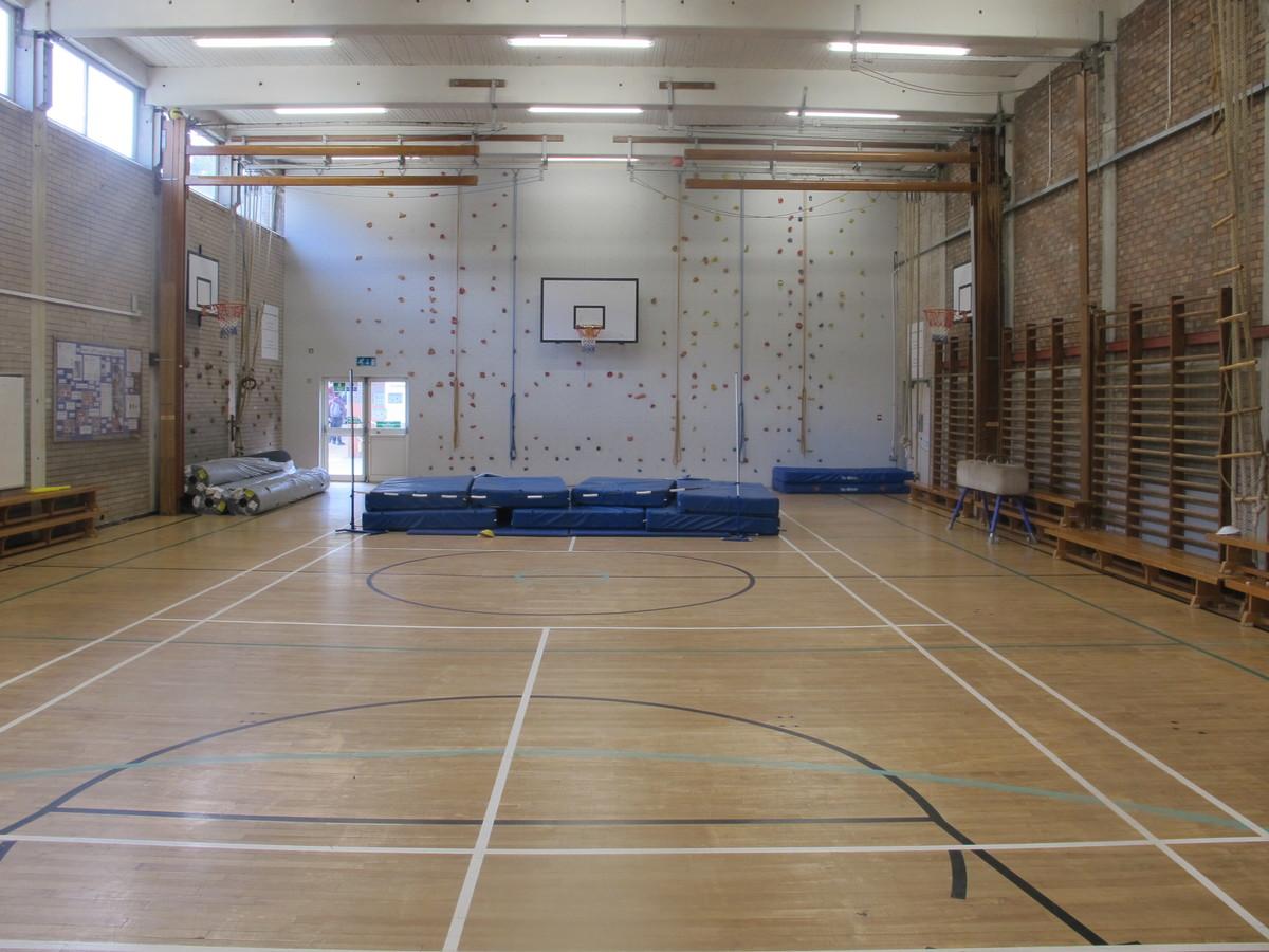 Gampfa / Gymnasium - Ysgol Gyfun Gymraeg Plasmawr - Cardiff - 1 - SchoolHire