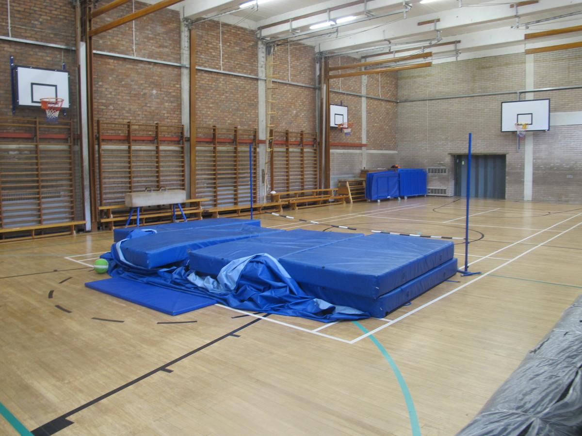 Gampfa / Gymnasium - Ysgol Gyfun Gymraeg Plasmawr - Cardiff - 2 - SchoolHire