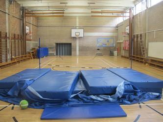 Gampfa / Gymnasium - Ysgol Gyfun Gymraeg Plasmawr - Cardiff - 4 - SchoolHire