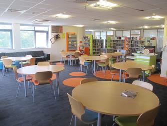 Llyfrgell / Library - Ysgol Gyfun Gymraeg Plasmawr - Cardiff - 2 - SchoolHire