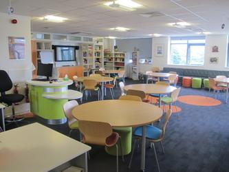 Llyfrgell / Library - Ysgol Gyfun Gymraeg Plasmawr - Cardiff - 4 - SchoolHire