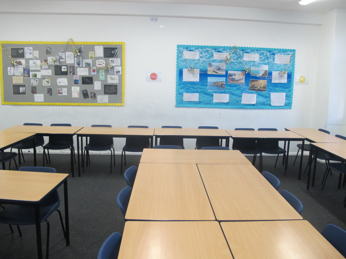 Classrooms - Old Style - G Corridor - Wallington High School for Girls - Sutton - 4 - SchoolHire