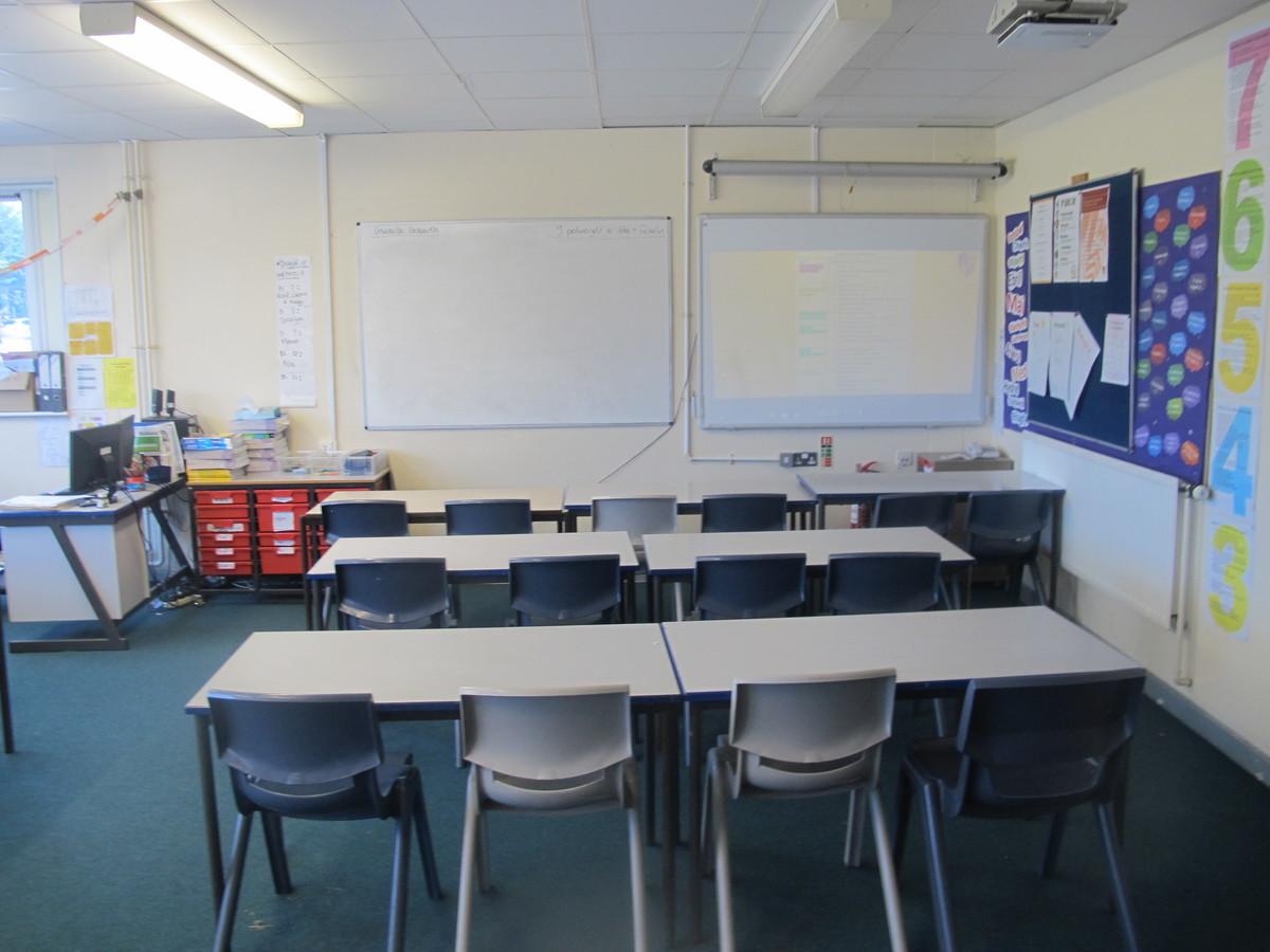 Ystafell Ddosbarth / Classrooms - Ysgol Gyfun Gymraeg Plasmawr - Cardiff - 1 - SchoolHire