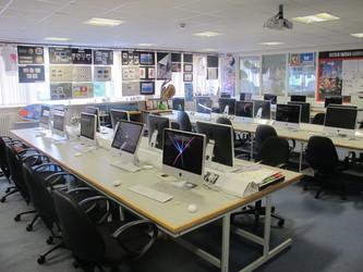 Ystafell Technoleg Gwybodaeth / IT Room - Ysgol Gyfun Gymraeg Plasmawr - Cardiff - 2 - SchoolHire