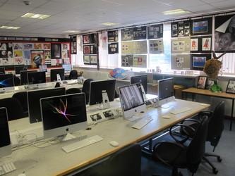 Ystafell Technoleg Gwybodaeth / IT Room - Ysgol Gyfun Gymraeg Plasmawr - Cardiff - 4 - SchoolHire