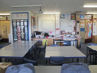 Ystafell Tecstiliau / Sewing Room - Ysgol Gyfun Gymraeg Plasmawr - Cardiff - 2 - SchoolHire