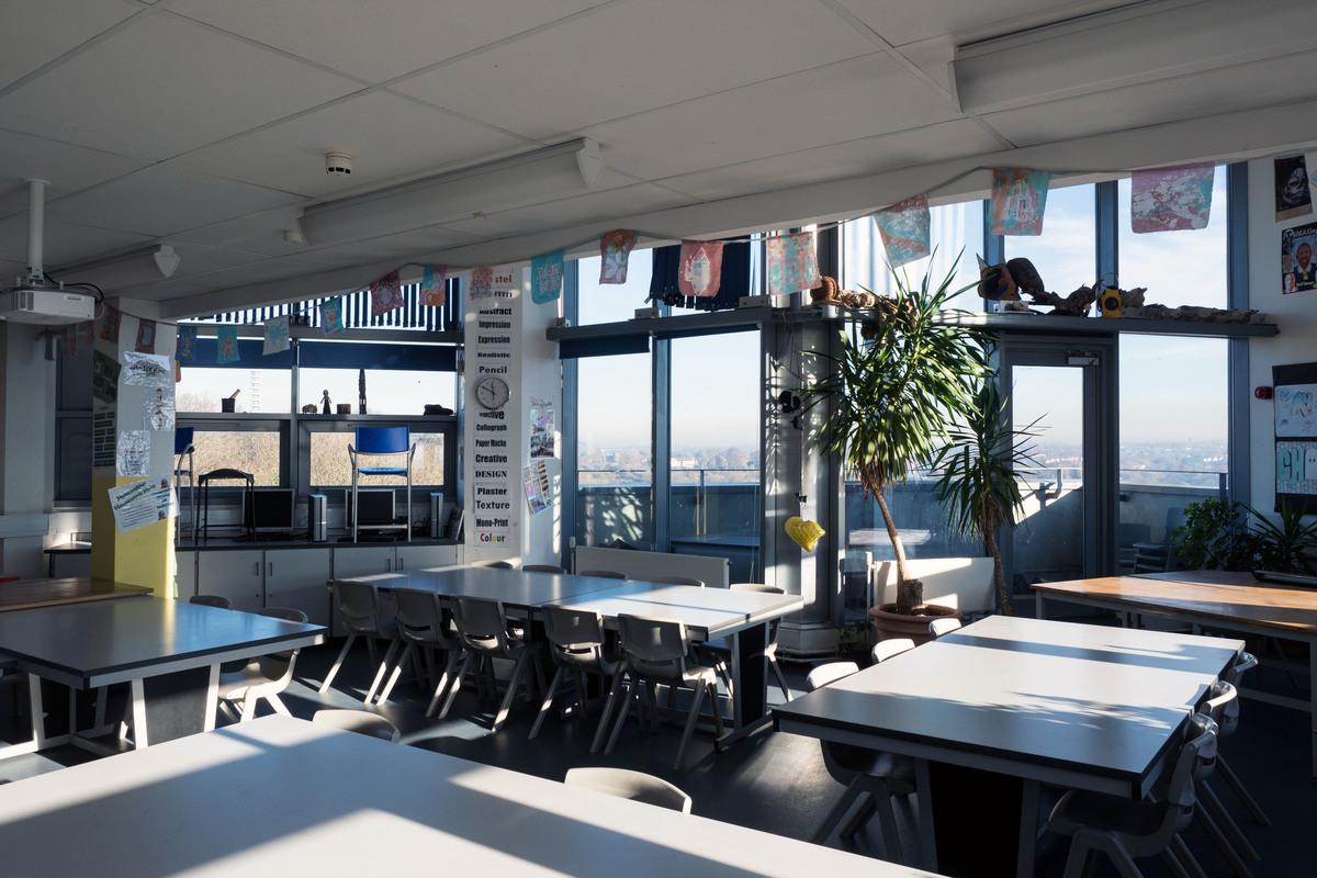 Art Room - Fairfield High School - Bristol City of - 1 - SchoolHire