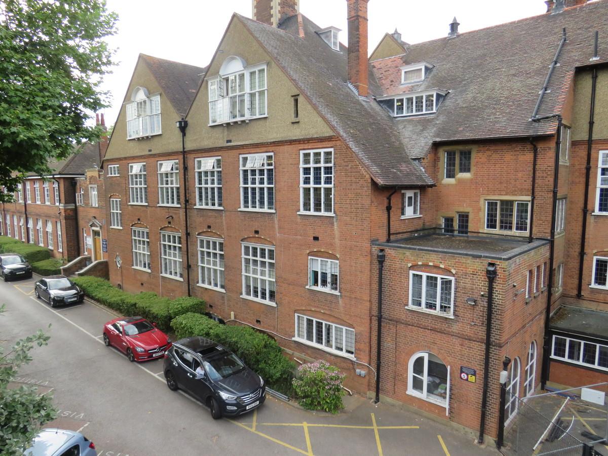 Roding Valley High School - Essex - 1 - SchoolHire