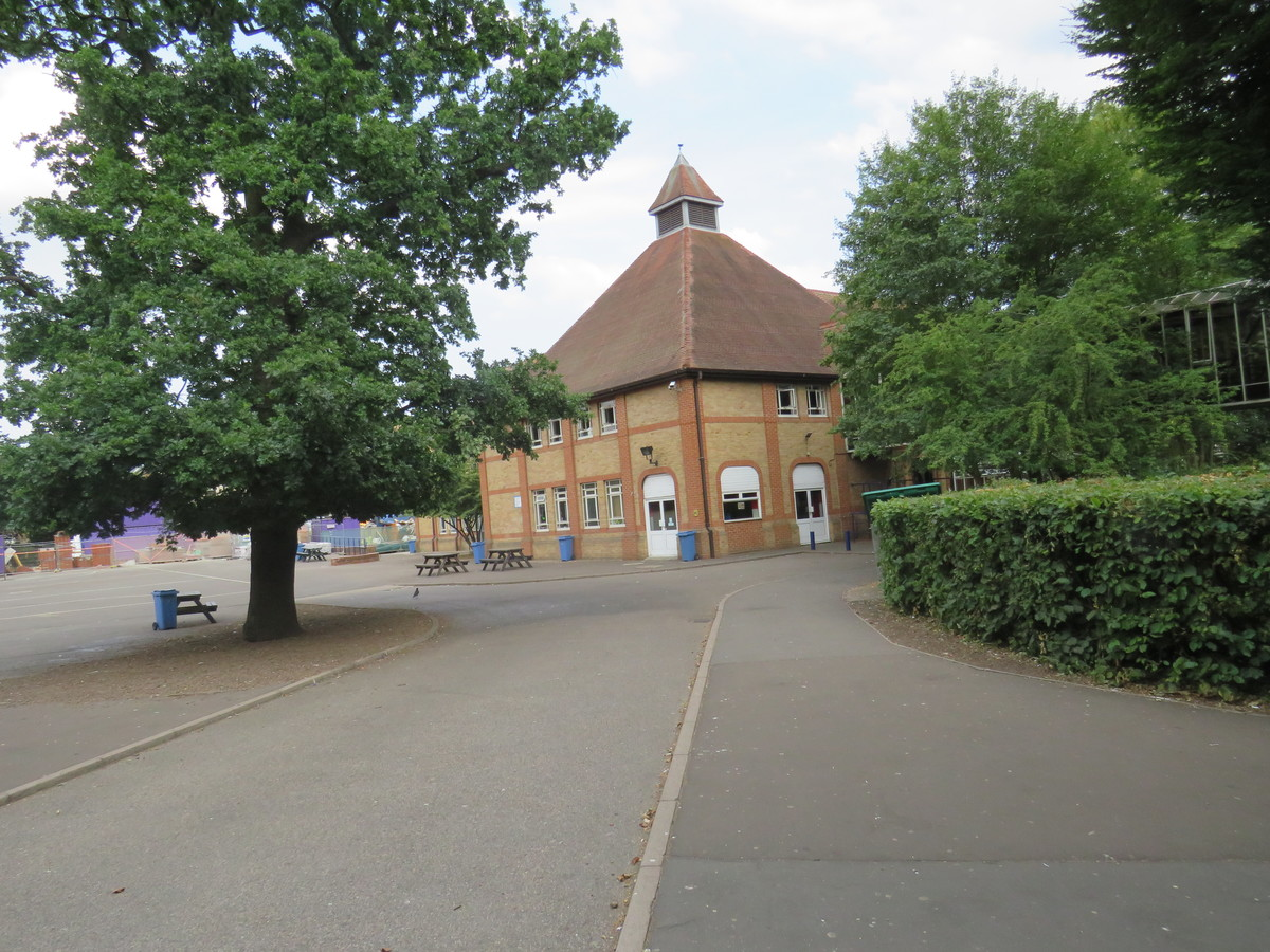 Roding Valley High School - Essex - 4 - SchoolHire