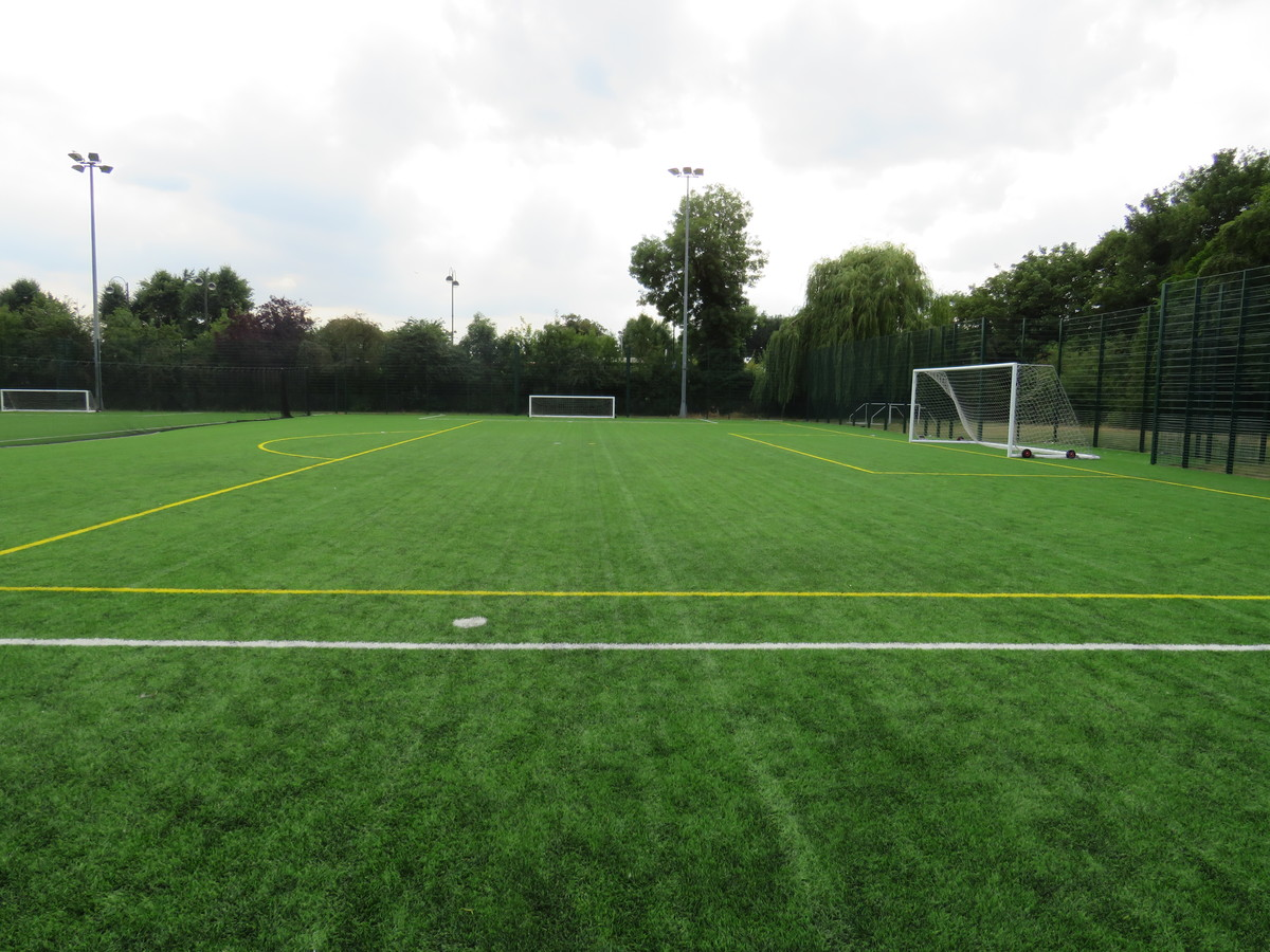 Astroturf Pitch - SPORTS HALL SITE - Roding Valley High School - Essex - 3 - SchoolHire