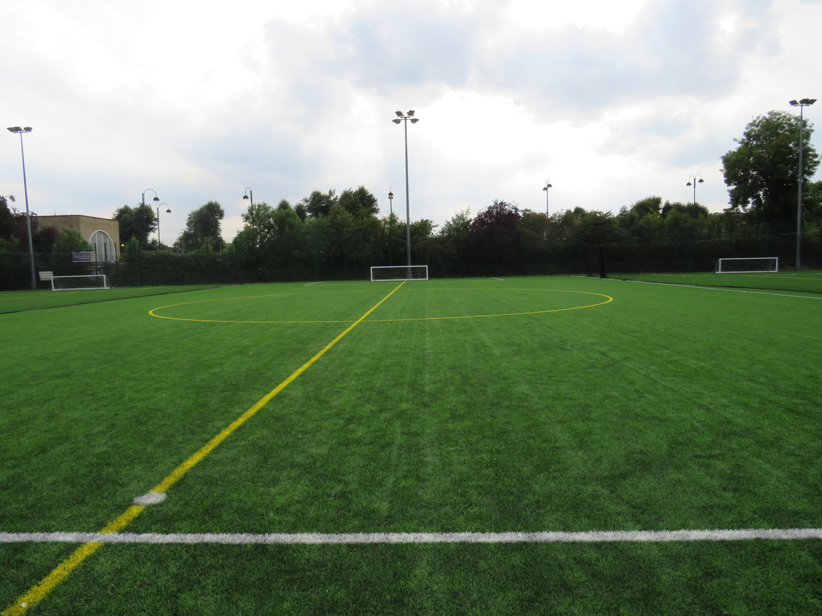 Astroturf Pitch - SPORTS HALL SITE - Roding Valley High School - Essex - 4 - SchoolHire