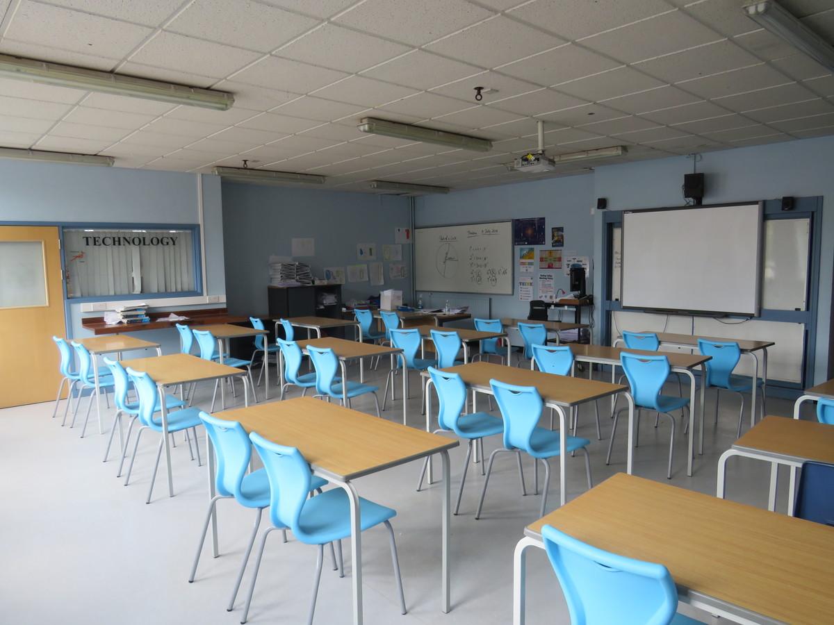 Classrooms - Standard - Roding Valley High School - Essex - 1 - SchoolHire