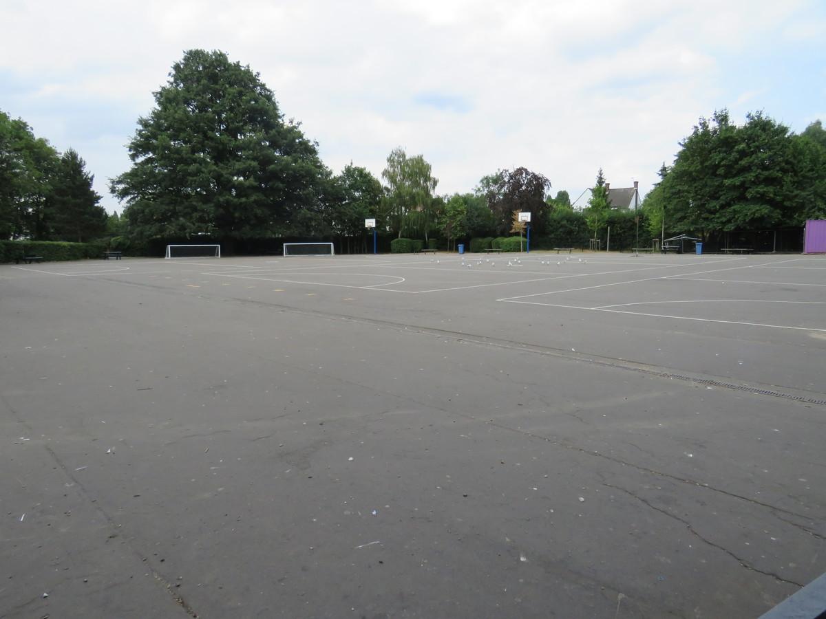 Main School Playground - Roding Valley High School - Essex - 2 - SchoolHire