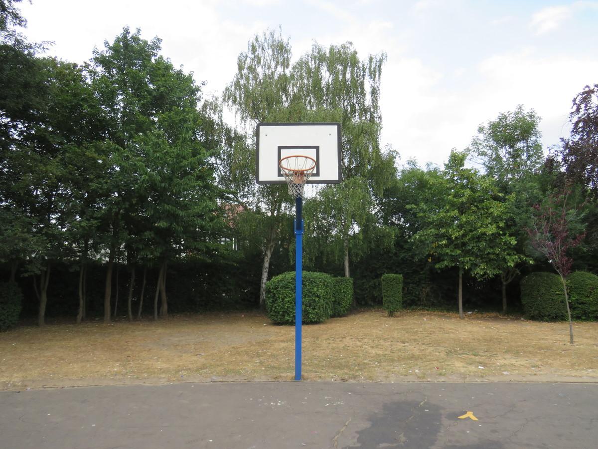 Main School Playground - Roding Valley High School - Essex - 4 - SchoolHire
