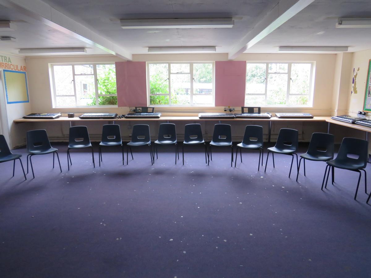 Music Room - Roding Valley High School - Essex - 1 - SchoolHire