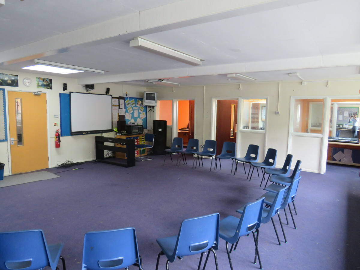 Music Room - Roding Valley High School - Essex - 4 - SchoolHire