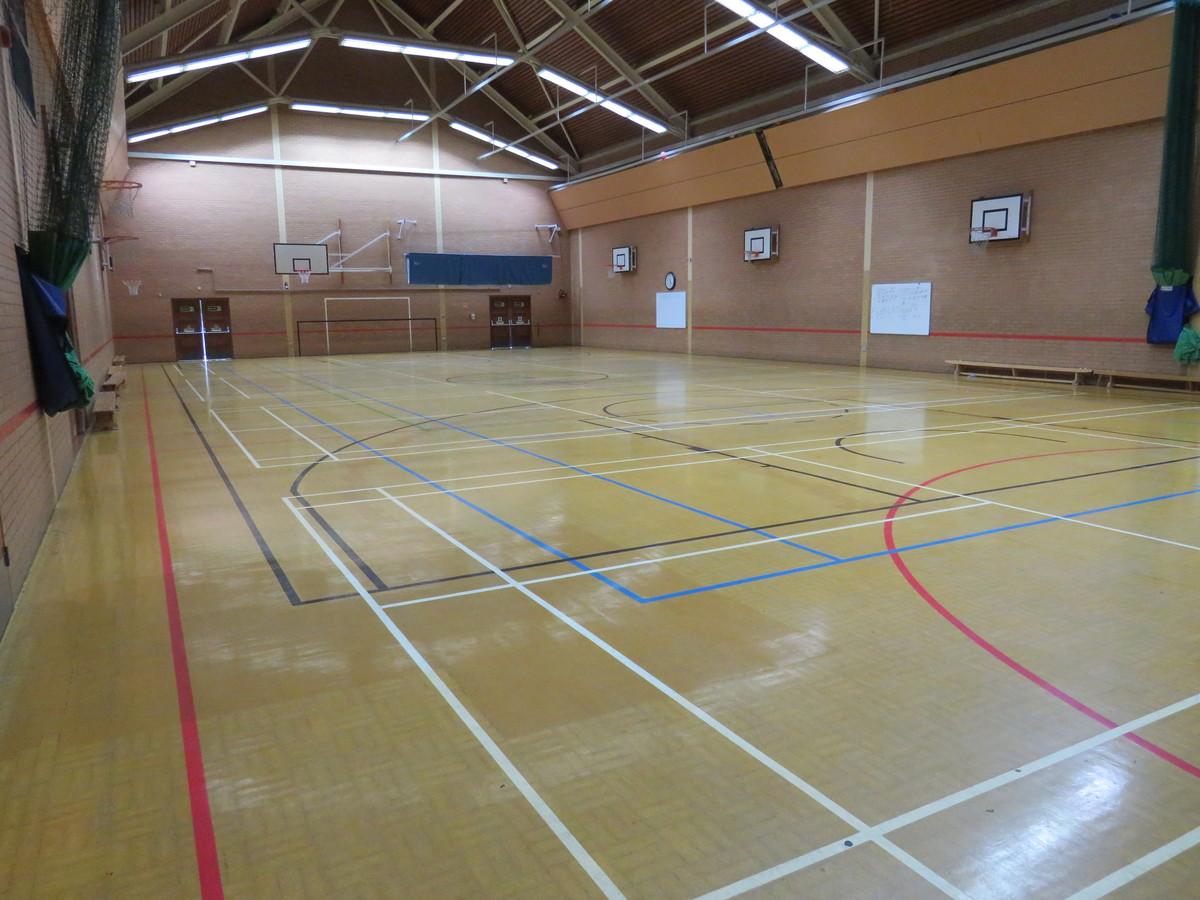Sports Hall - Roding Valley High School - Essex - 1 - SchoolHire