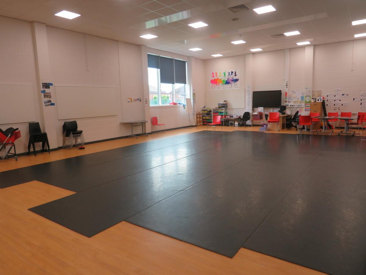Dance Studio - Werneth School - Stockport - 3 - SchoolHire