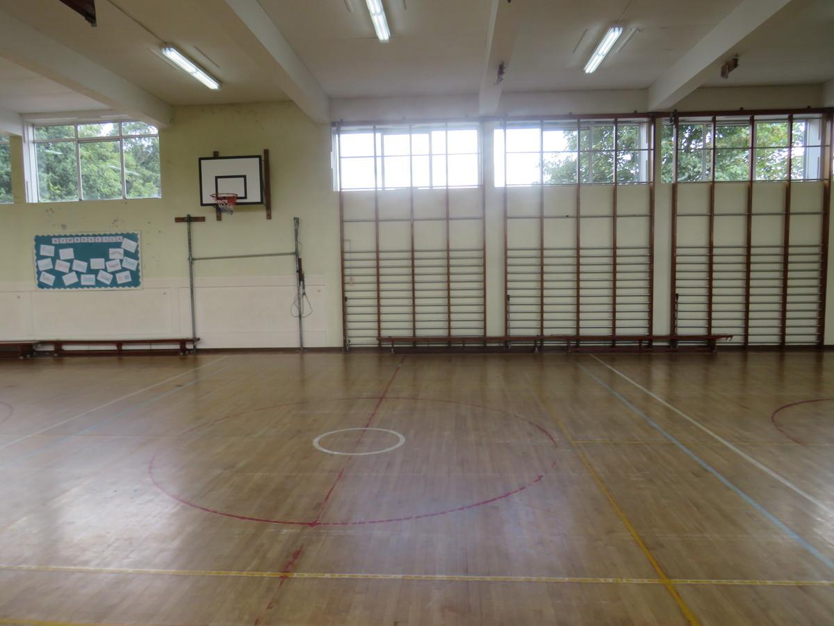Gymnasium - The Warwick School - Surrey - 3 - SchoolHire