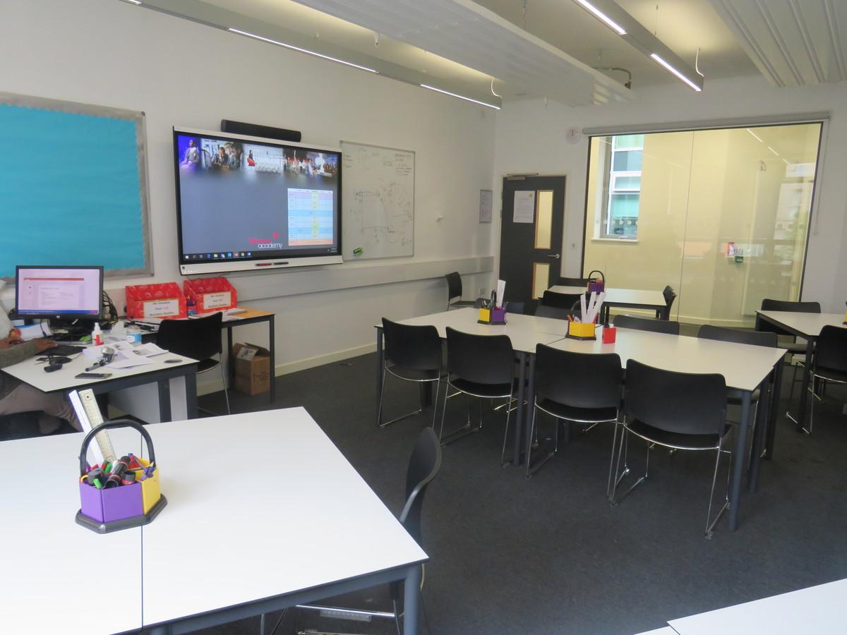Classroom - Standard - Skinners' Academy - Hackney - 4 - SchoolHire