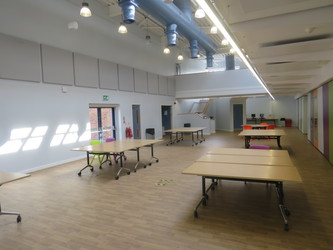 Sixth Form - Central Well - The Joseph Whitaker School Sports College - Nottinghamshire - 3 - SchoolHire