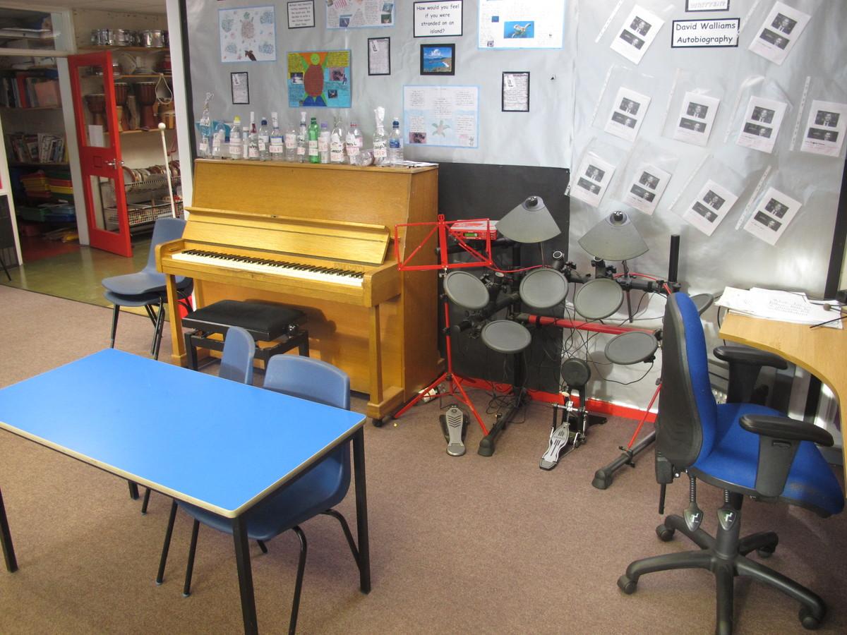 Music Room - Wallace Fields Junior School - Surrey - 1 - SchoolHire