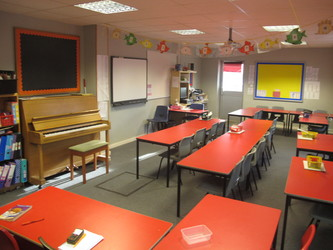 Red Room - Wallace Fields Junior School - Surrey - 1 - SchoolHire