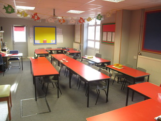 Red Room - Wallace Fields Junior School - Surrey - 2 - SchoolHire