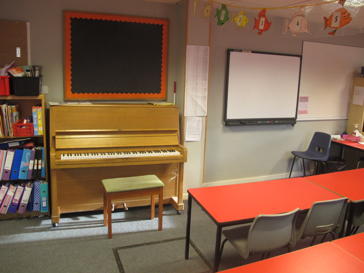 Red Room - Wallace Fields Junior School - Surrey - 3 - SchoolHire