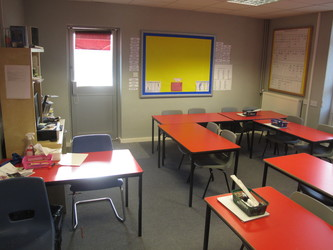 Red Room - Wallace Fields Junior School - Surrey - 4 - SchoolHire