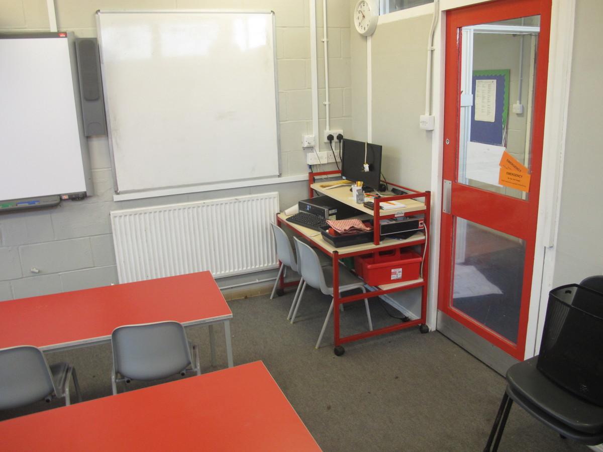 Small meeting room - Wallace Fields Junior School - Surrey - 4 - SchoolHire
