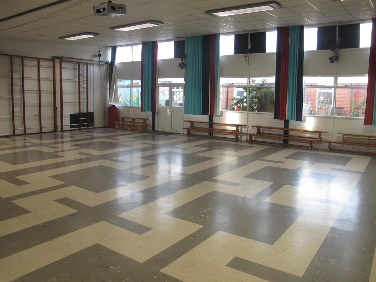 Main Hall - Wallace Fields Junior School - Surrey - 2 - SchoolHire