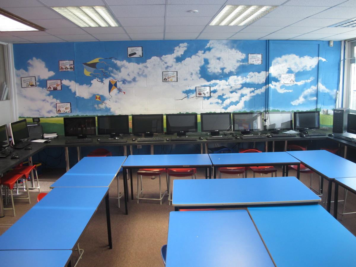 Wallace Fields Junior School - Surrey - 4 - SchoolHire