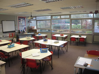Lower school classrooms - Wallace Fields Junior School - Surrey - 2 - SchoolHire